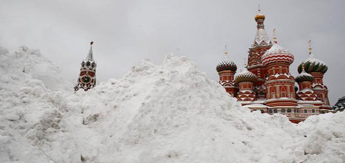La nieve alcanza casi 70 centímetros de espesor en Moscú