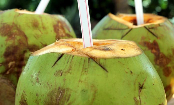 Cinco beneficios de agua de coco