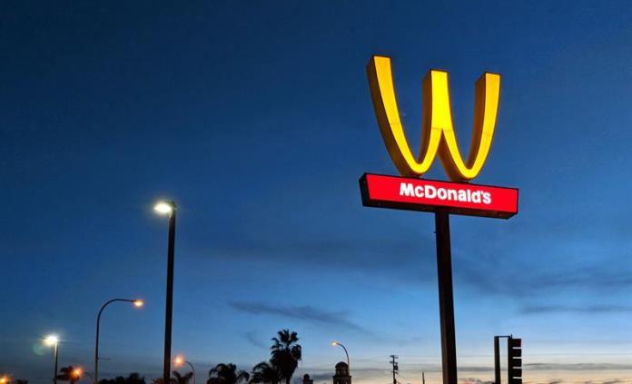 McDonalds voltea su famoso logotipo por un día para honrar a las mujeres