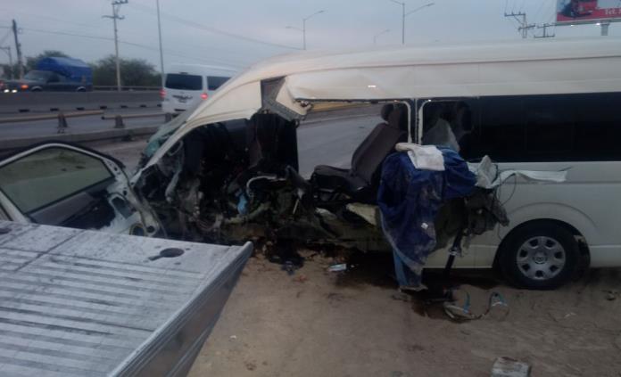 Ocho heridos, saldo de accidente de camioneta de transporte de personal