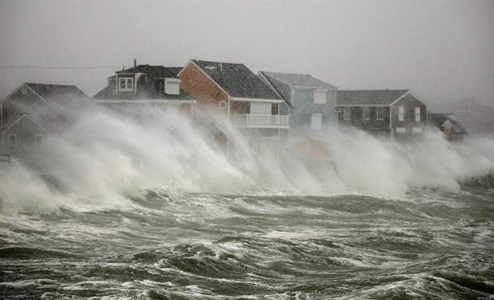 Ciclón invernal azota el noreste de EUA, cancelan más de mil vuelos