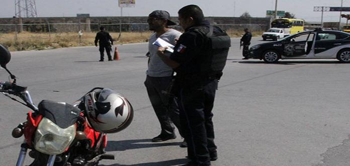 Aseguran armas y droga en revisiones a los motociclistas