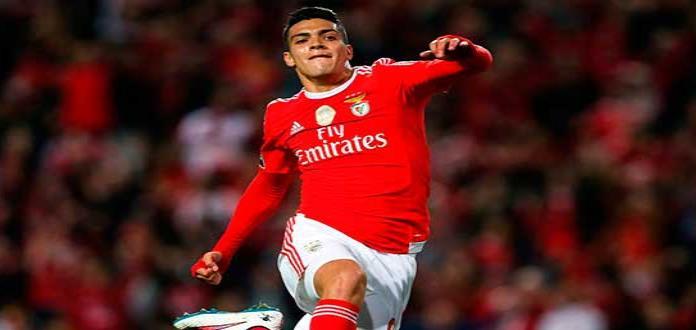 Raúl Jiménez anota en la victoria del Benfica