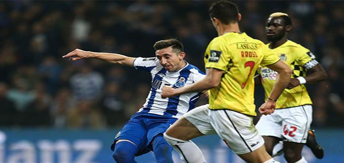 FC Porto gana y es puntero en Portugal