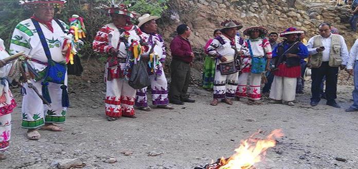 Huicholes realizan ritual ante inicio de construcción de la presa La Maroma