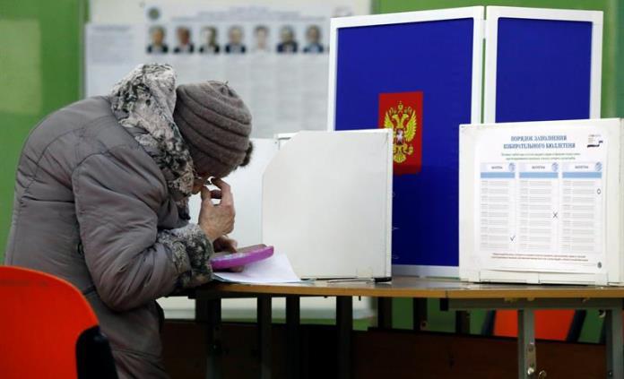 Putin gana elecciones presidenciales rusas, según sondeos