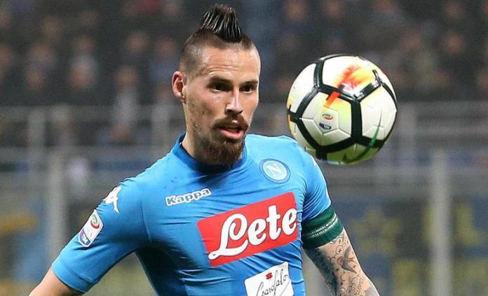 Napoli logra apretado triunfo sobre Genoa y queda a 2 puntos de la Juventus