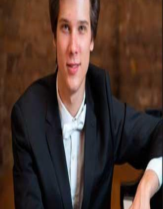 Vladimir Petrov gana Concurso Internacional de Piano