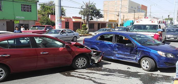 Chocan tres autos en la avenida San Pedro