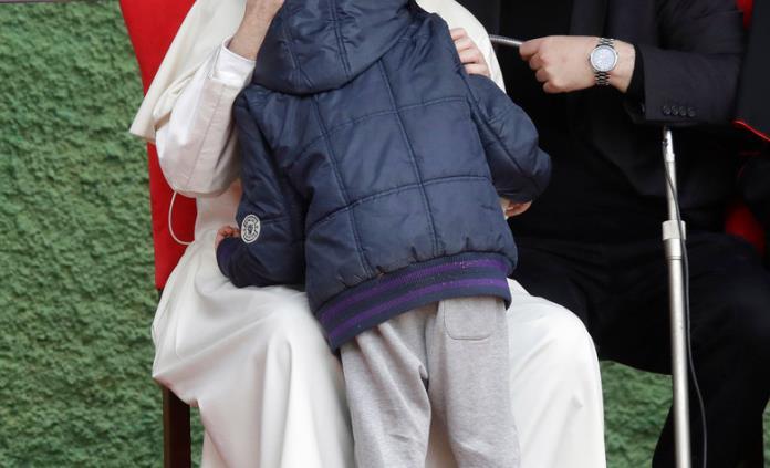 El Papa consuela a un niño que preguntó si su padre ateo estaba en el cielo