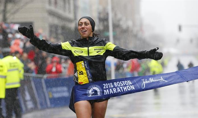 Desiree Linden regresa el trono a su país en Maraton de Boston