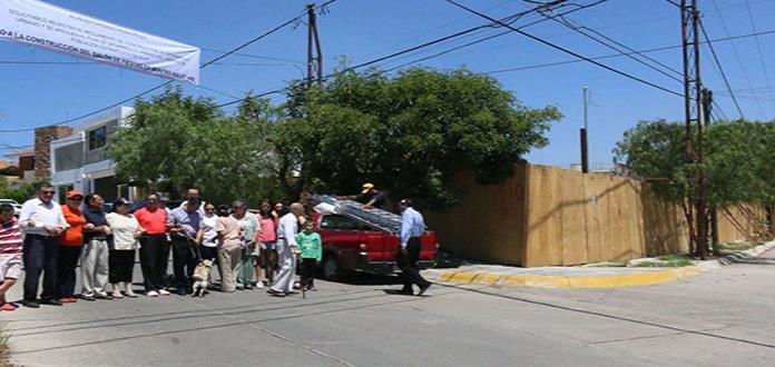 Protestan vecinos de Lomas contra un salón de fiestas
