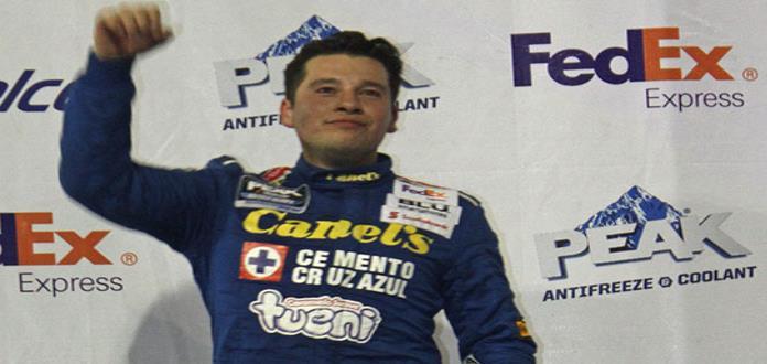 Piloto Héctor Aguirre sube 2do. al podio