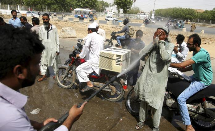 Ola de calor en Karachi deja 65 muertos