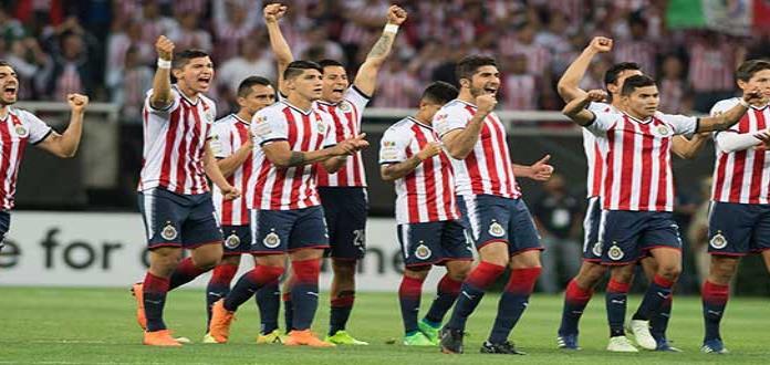 Chivas sufre para armar su equipo