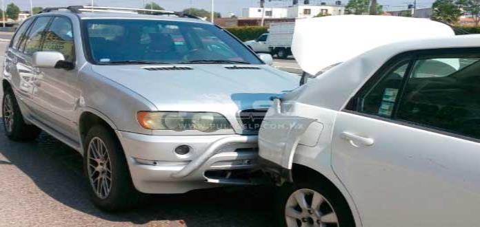 Chocan tres vehículos en el bulevar Río Santiago