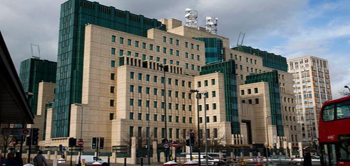 Agencia de espionaje británica trata de despojarse de imagen machista de James Bond
