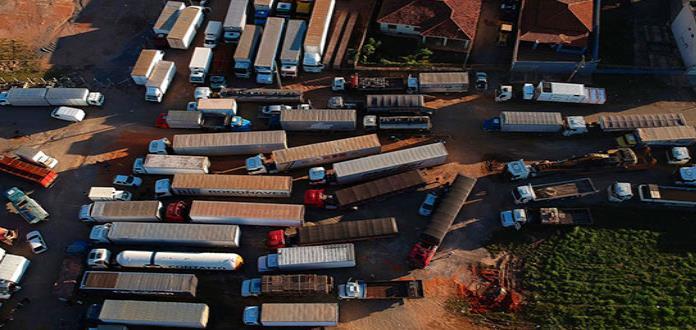 Presidente brasileño autoriza al Ejército desbloquear carreteras por huelga de camioneros