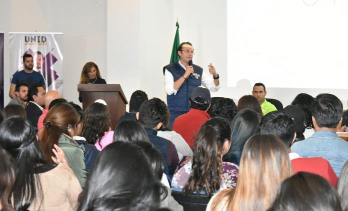 Xavier Nava pide a jóvenes ser más participativos en todas las áreas de desarrollo