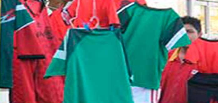 Denuncia Nuestro Centro invasión de ambulantes que venden ropa deportiva