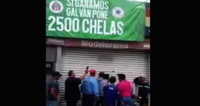 Negocio regala miles de cervezas tras el triunfo de México ante Alemania (VIDEO)