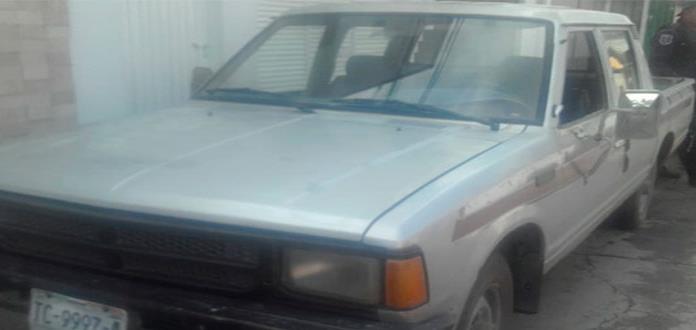 Descubren camioneta robada, en Jacarandas