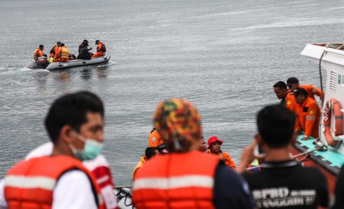 Detienen a capitán del ferry hundido en Indonesia con 200 personas