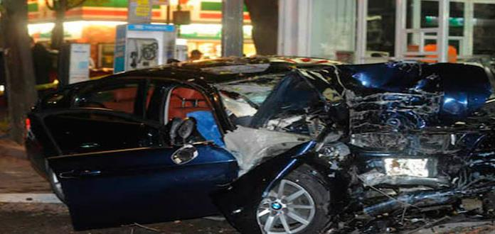 Pareja muere prensada al chocar en un BMW