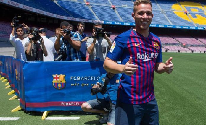 Barcelona presenta al brasileño Arthur Melo en el Camp Nou