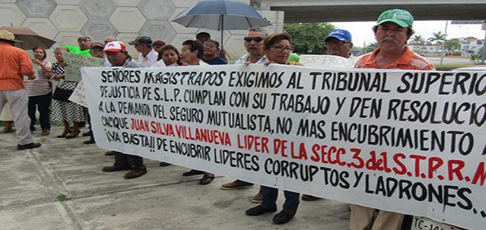 Pensionados de Pemex exigen seguro mutualista