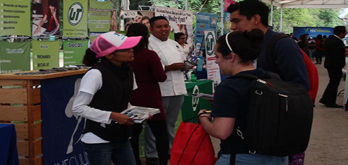 """Realizan """"Expobecas"""" en el parque de Morales"""