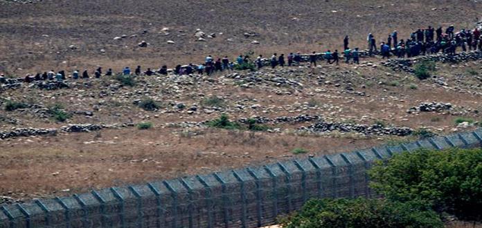 Sirios desplazados marchan pacíficamente a Altos del Golán