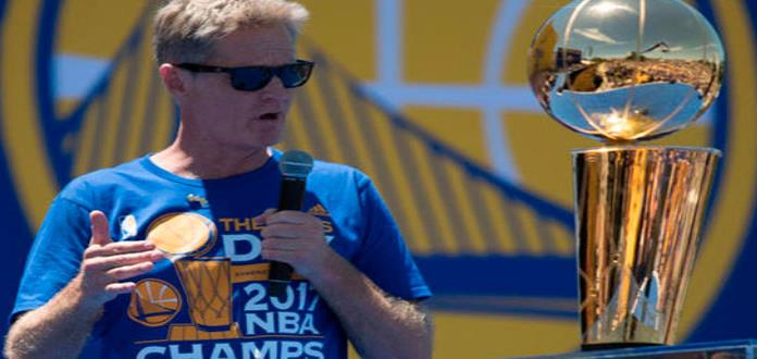 Warriors de GS extiende contrato al coach Steve Kerr