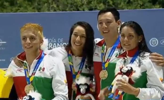 Nadadores mexicanos se llevan primer oro en relevos de JCC 2018