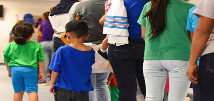 ¿Cómo es la vida en principal centro de detención de familias migrantes en EEUU?
