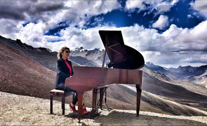 Pianista londinense habla sobre recital que ofreció en el Himalaya