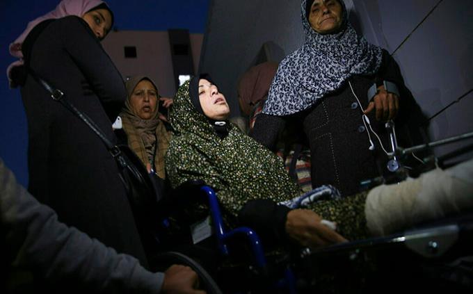 Una mujer palestina muere por disparos israelíes durante protestas en Gaza