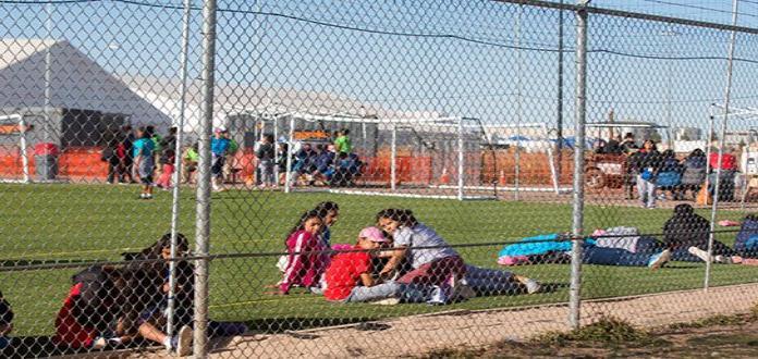 Salen últimos niños migrantes de campamento en Texas
