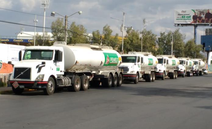 Pipas de Pemex arriban a SLP para llevar gasolina a Aguascalientes