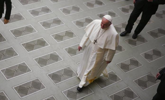 Papa sale de paseo para visitar a monjas enclaustradas