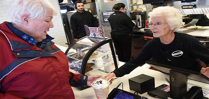 Mujer de 94 años continúa trabajando en restaurante de Utah