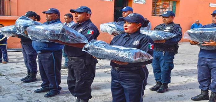 Entregan a policías de Villa de la Paz uniformes nuevos