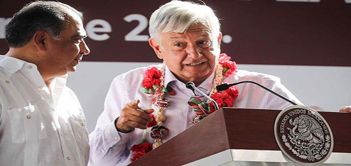 Abuchean a gobernador de Guerrero en evento encabezado por AMLO