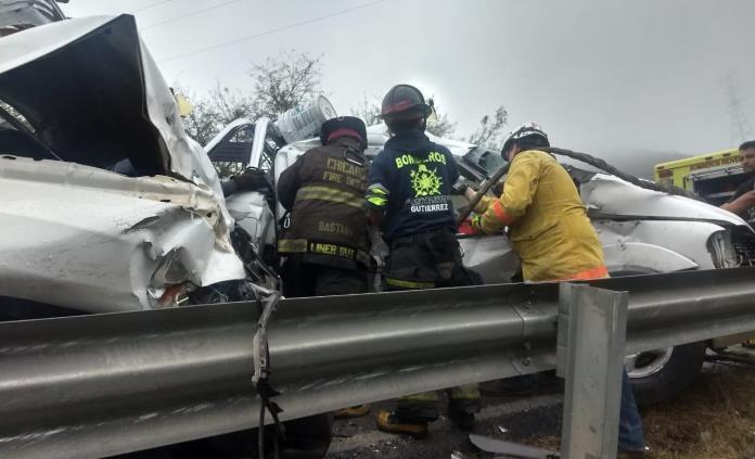 Aparatoso choque de dos camionetas en la carretera SLP-Rioverde
