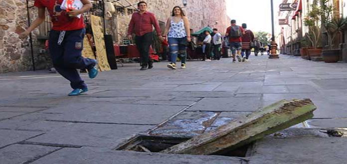 Piden reparar alcantarilla  en el Centro Histórico