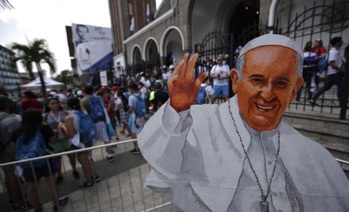 Mexicanos ríen, bailan y lloran de alegría en Panamá por visita papal
