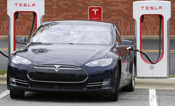 Tesla reduce precio de vehículo de consumo masivo