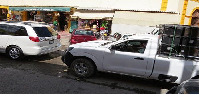 """Tolera Tránsito doble fila en  el mercado """"Mariano Arista"""""""