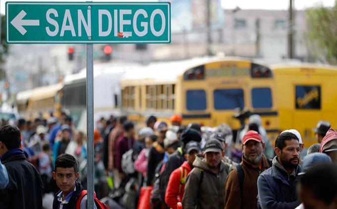 Agentes de EEUU acosaron a periodistas por cobertura de caravana de migrantes, según ONG