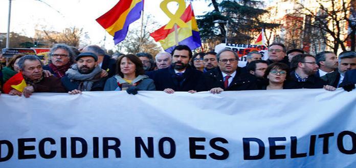 En medio de protestas, inicia el juicio contra 12 independentistas catalanes